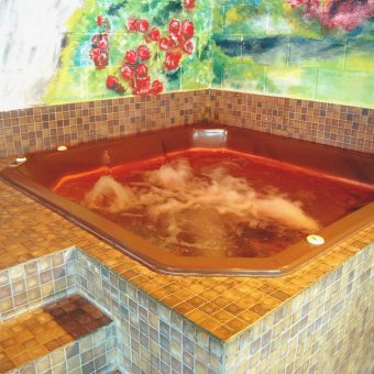wight-jacuzzi-1